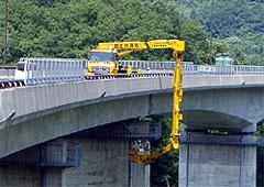 橋梁点検車