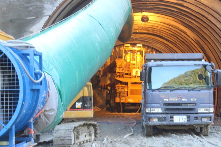 トンネルの工事を見て、すごい!と思いました。