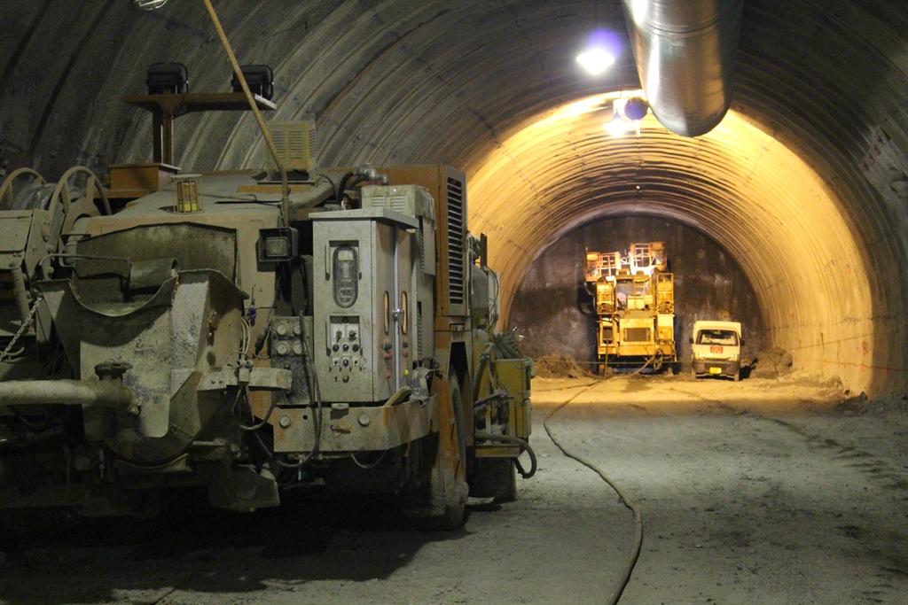 トンネル掘削工事の最先端を見せていただきました。訪れるたびに確実に進んでいて、技術の凄さに感動しました。