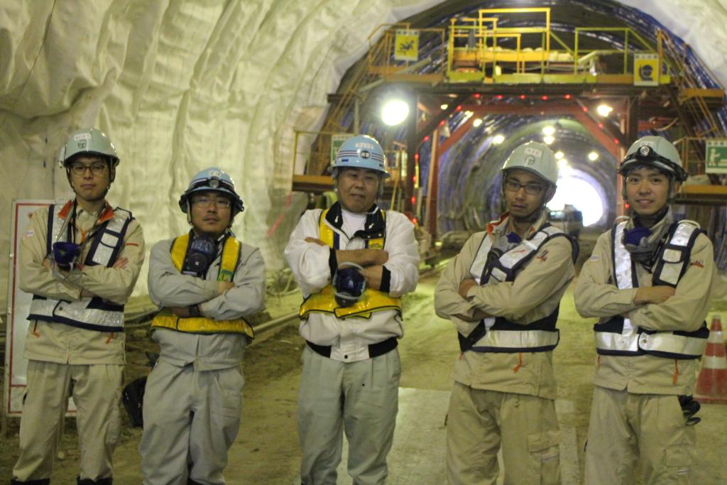 トンネル工事に携わる方々を撮影しました。 仕事に対する誇りを持っておられる感じが立ち姿から伝わります。